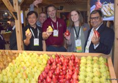 Steven Chu, Kevin Moffit ,Jeff Correa and Lynsey Kennedy andSumit Soran of USA Pears