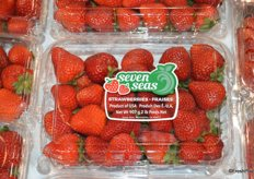 Tom Lange / Seven Seas recently launched new labeling for its strawberries. Transparent sticker for conventional strawberries.