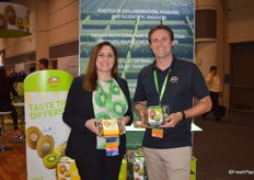 Sarah Deaton with Zespri North America and Daniel Mathieson, CEO of Zespri Group. Sarah and Daniel show SunGold and green kiwifruit respectively.