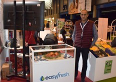 Mohamed Aouina from EasyFresh displaying pomegranates from Tunesia.
