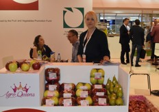 Agro Queens sales specialist Monika Szewczyk was in Madrid to promote their organic line of apples. They take pride in having good deals that help the growers; they buy and then export all produce regardless of imperfection or sizes.