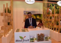 Pavolos Kontogiannis of Med Fruit, presenting their kiwifruit. They export to Egypt,France, Holland, the UK and quite a few countries in Eastern Europe.