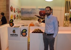 Tzounopoulos Dimitrios, sales manager for ASEPOP Velventos. They cultivate kiwis, apples and peaches in Greece.