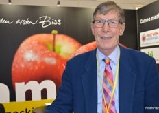 Adrian Barlow renowned apple and pear expert in the UK is also involved in an exciting project called the National Fruit Collection Trust where they are testing apple varieties in the conditions of the future.