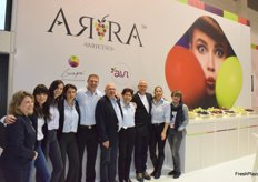 The familiy Karniel with employees at promoting the Arra grapes
