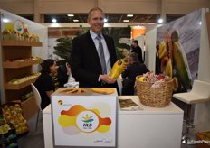 Heiko Pult from HLB shows a Formosa Papaya