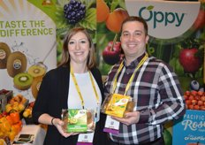 Caitlin Klueber and TJ Wilson with Oppy are showing new packaging for Zespri's green and Sungold kiwis.