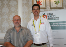 Christo Naudof Malelane Citrus and Andries Pretorius of Label Pro, fruit label applicators.