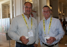 Charles Rossouw of RoslBoerdery with Gerald Denni, chair of the Sunkist board of directors.