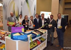 Diederik Bogaert from Vanco, Anna, Kathleen, Greet, Johan de Gendt from Nicolai Fruit, Gunther De Boelpaep and Victor Bernad from DBS Agro and Miguel Demaeght from Belorta together at the VLAM booth