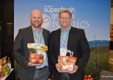 Promoting Autumn Glory in pouch bags as well as tote bags are Brian Hake and Dan Harrington with Domex Superfresh Growers.