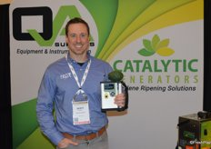 Scott Trimble with Felix Instruments proudly shows the companys new avocado meter.