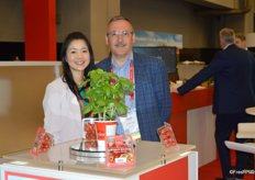Shiho Uzawa and Jaap Dane with Windset Farms show grape tomatoes in topseal packaging and also talk about one of the companys most recent product additions; basil.