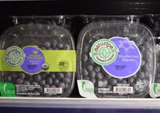 Organic as well as conventional topseal packaging for Naturipes blueberries in two languages for the Canadian market.