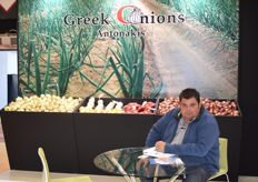 Panagiotis Antonakis of Greek Onions. As the company name suggests, they are specialized in onions. A few Dutch traders happened to show up at the stand just after this picture was taken.