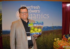 Mike Preacher with Domex Superfresh Growers shows a 3 lb. pouch bag of Granny Smith apples.