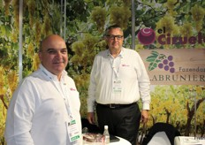 JosVelasco Garca and Rupert Maude from Grupo El Ciruelo, a privately-owned growing, packing and exporting company based in the southeast of Spain, in the province of Murcia. The groups grows 2,000 ha of table grapes and 1,200 ha of stonefruit.