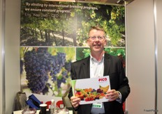 Mark Bradnum in representation of Pico Group, one of Egyptian producing end exporting companies. The product range includes strawberries, table grapes, stone fruit, avocados, citrus, mangoes, dates, blackberries, raspberries and bananas.