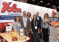 Smiles in the team of Volm Companies. From left to right: Marsha Verwiebe, Mike Levis, Wim van der Meulen, Alyssa Muraski, Michael Hunter, Natasja Boekel and Scott Knapkavage. The packaging in the photo includes paper sleeves, but also a pouch bag with lemons. It is a registered trademark HALF n HALF Bags thats half pouch and half mesh.