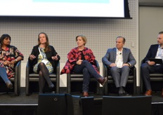 State of the Industry Panel discussion: Angeline Achariya - Monash University, Ruth - Earnst Young, Ros Harvey - The Yield, David Marguleas - Sun World Innovations and Darren Keating CEO of PMA A-NZ.