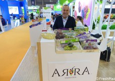 Carlo Lingua (RK Growers) and Arra grapes