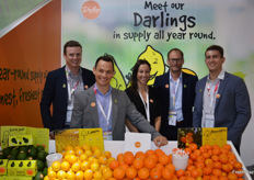 The Darling Group have started this season's avocado export, quality is good and yield is up around 25%. Shaun McKone, Ben Bartlett, Midge Munro, Andrew Darling and Jacob Darling.