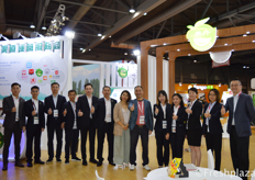 The whole team of Guangzhou Zhanhui Trade Co., Ltd. Their main focus is importing fruits from Thailand (durian, longan and mangosteen), Vietnam (dragon fruit and durian), Australia, America and Chile.
