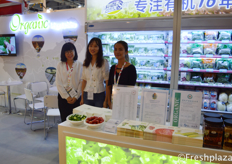 Zeng Xiaofang,colleague and Kiki Guo from Shenzhen Chengwu Gold Rock Agriculture Limited. Their company is focused on selling organic vegetables, fruits and salads in China under their own brand Nature Star.