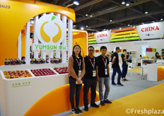 Rachel Law with her colleagues from Shenzhen Yuanxing Fruit Co., Ltd. Yuanxing has built great partnership with fruits importer and exporter from over 20 countries, and channels its products well all over China.