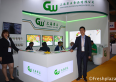 Chen Rong and Vincent Qian from Shanghai Guowang Produce Co., Ltd. With their office in Guangzhou Jiangnan market, they import fruits from U.S., Canada, Chile, Peru,Australian, New Zealand and Egypt. Their main products are listed shortly: Cherries, grapes, apples, oranges and some stone fruits.