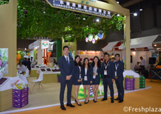 Team of Guangdong Holyfresh Fruits Co., Ltd. They are specialised in growing, packing and exporting fruits, with main focus on grapes, citrus, pears and hami melon. They export to South East Asia, Middle East and Russia. They sell under their own brand, HolyFresh and SpriFresh.