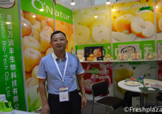 David Li from O'Nature Bio-Tech Co., Ltd. They are specialised in selling pears, apples, grapefruit and carrots. They sell on the domestic market and abroad.