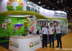 Mr. Han and his colleagues from Zhengzhou Chen's Sun Fruit and Vegetable Trade Co., Ltd. The company is mainly engaged in importing foreign fruit and selling domestic fine fruit. Their foreign fruits are including the Chilean cherry, Thai longan, mangosteen, durian, Vietnam dragon fruit, lychee and so on.