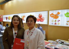 Tessa (Sales Executive) and her colleague from Wo Hing Food (HK) Co.,Ltd. They export and produce different kinds of foodstuffs from China, such as garlic, granulated garlic, garlic powder, chilly, chilly powder, fresh ginger, vegetables, fruits (Fuji Apples, pears and mandarins) to every part of the world.