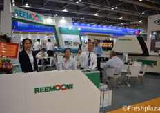 Dennis Clock (right) with his team from Jiangxi Reemoon Technology Holdings Co., Ltd. Reemoon is specialized in developing, manufacturing and supplying postharvest equipment and solutions for fruit and vegetables, including sorting machine, washer, dryer, waxing machine and other accessory equipment.