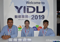 Julie Zhu (middle) from Dalian Yidu Group Co.,Ltd. Yidu is an important player in China in the fruit and vegetable export trade and has its own cold chain logistic companies and ecological agriculture projects to support its import and export activities