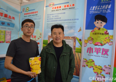 Team of Yantai Boshida Group. They produce different kind of flavors of apple chips.