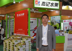 Mr Zhou Zhenfeng from Changzhou Jieji Fruit Sales Co., Ltd. The company supplies fresh pears.