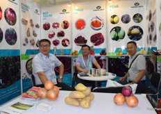 Mr Ma Yu from Gansu Yasheng Hiosbon Food Group Co., Ltd. The company supplies a wide range of fruits and vegetables from North-West China, including onions, potatoes, pears and Chinese dates.