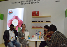 Mrs Ma Caixia (2nd from left) from Long Yuan Hong Fruits Selling Co., Ltd. Jingning County is receiving visitors from India.