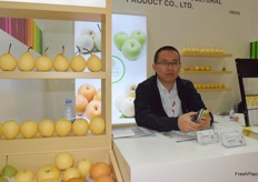 Mr Wang Xiangyang from Liaocheng Qingmei Commercial and Trading Co., Ltd. The company supplies fresh pears.