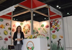 Mrs Nithinunt Botcharoen (General Manager) of S.F.M. International Trading Co., Ltd. The company supplies a wide range of tropical fruits and vegetables from Thailand.