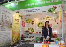 Mrs Fan Fubian from Tianshui Qinzhou Jingxi Cooperative. The company supplies pears and apples from Gansu province, China.