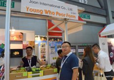 Sales representatives from Joon International Co., Ltd. The company supplies a variety of fresh fruits from South Korea, including melons, grapes, and peaches.