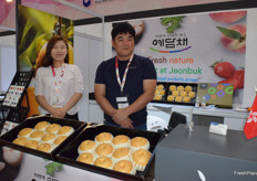 Mrs Kate Ro (left) and her colleague is presenting NH Trading. The company supplies fresh pears from South Korea.