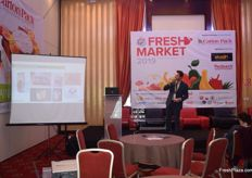 Massimiliano Persico of Carton Pack giving a presentation on their packaging.