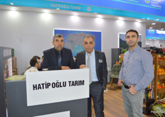 In the middle is Adem Oran, CEO of Hatipoglu Tarim. The exporter from Turkey deals mostly in citrus.