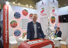 Krzysztof Sak of Agronom Berries recently told how the company guarantees more stable production with hydroponic cultivation: https://www.hortidaily.com/article/9170962/hydroponics-help-us-guarantee-constant-soft-fruit-supply/