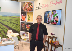Assaf Adar from Sole promotes the deible flowers and for the second year Orchid flowers