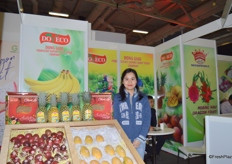 Ms. Nguyen Bao Trang from Doveco. She is proudly presenting her fruit products at the booth.